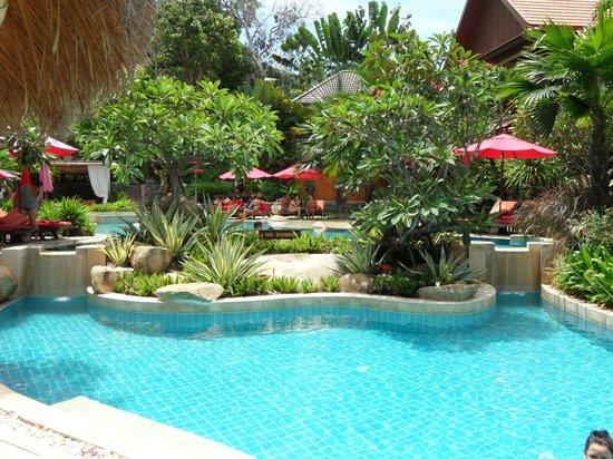 Rocky's Boutique Resort: Pool area