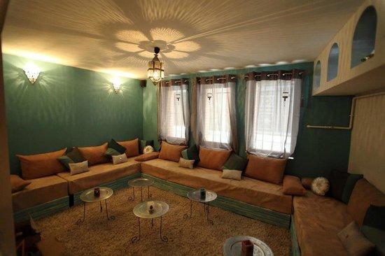 salon de th et de d tente picture of les sources d. Black Bedroom Furniture Sets. Home Design Ideas