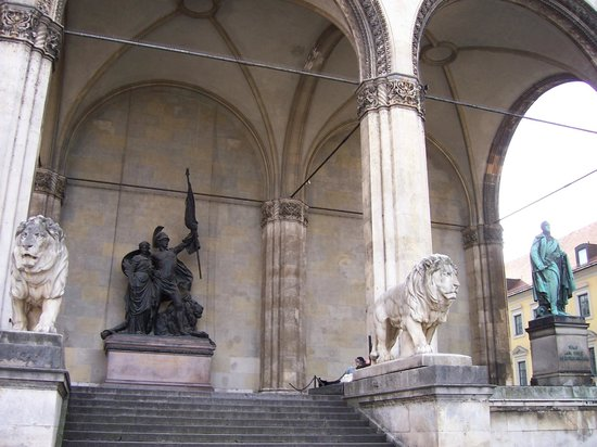 Odeonsplatz: Generaller Salonu