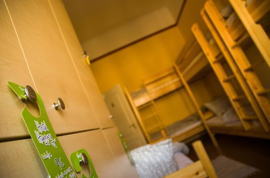 West Side Hostel : Room with bunk beds
