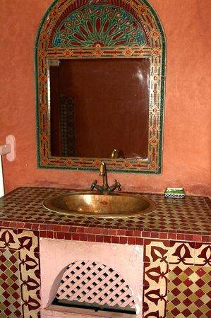 Riad Zinoun: spacieuse salle de bain !