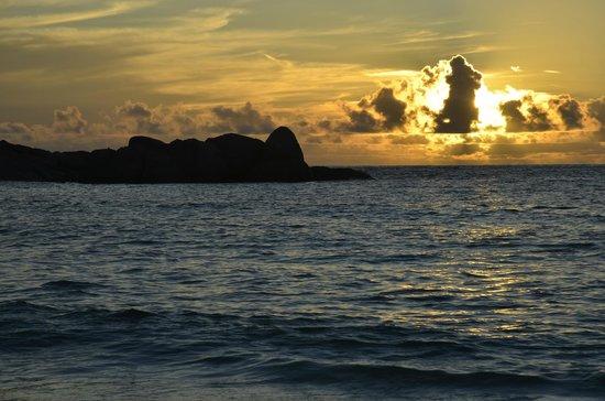 Chez Batista Villas: anse Takamaka, tramonto