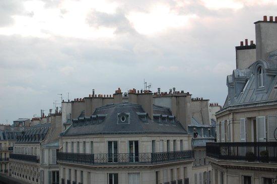 Plaza Opera Hotel : i tetti ed i camini dal balconcino dell'hotel