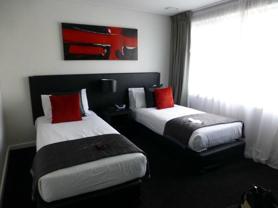 Waldorf Stadium Apartments Hotel: Two single beds bedroom