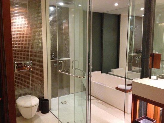 Hansar Bangkok Hotel : バスルーム