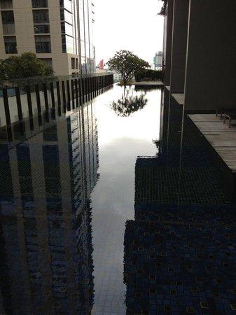 Hansar Bangkok Hotel: プール