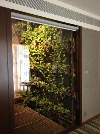 Hansar Bangkok Hotel: 室内から見える吹き抜け