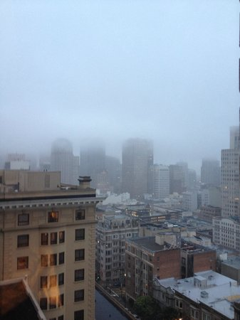 InterContinental Mark Hopkins San Francisco: View of a foggy morning from room 635