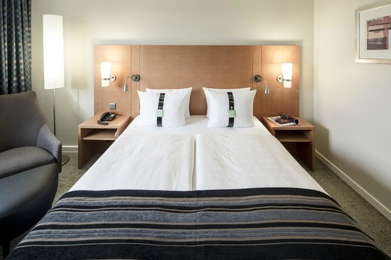 Holiday Inn Munich - City Centre: Queen-Bed Rooms (City-View or Highfloor)