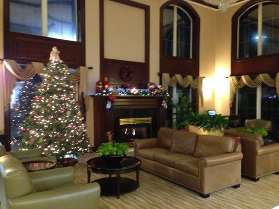 Holiday Inn Express Asheville: Beautifully decorated for Christmas!