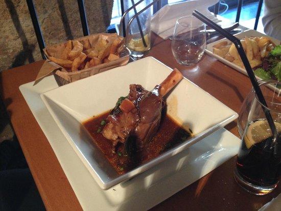 Le Bouchon Provencal : Souris d'agneau - Frites maison