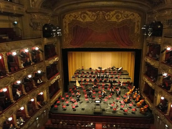 Opera de Nice: La sène de l'opéra de Nice
