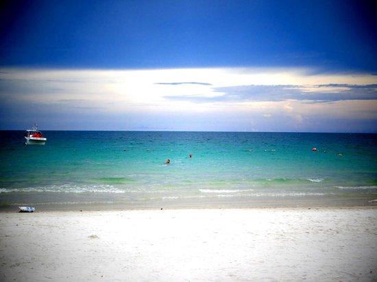 Samed Grand View Resort: пляж