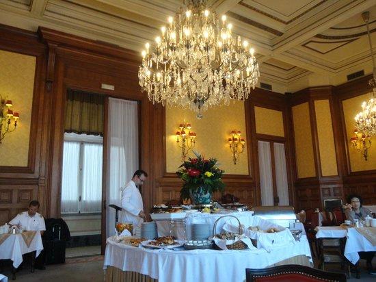 Hotel Avenida Palace: Salão do café da manhã