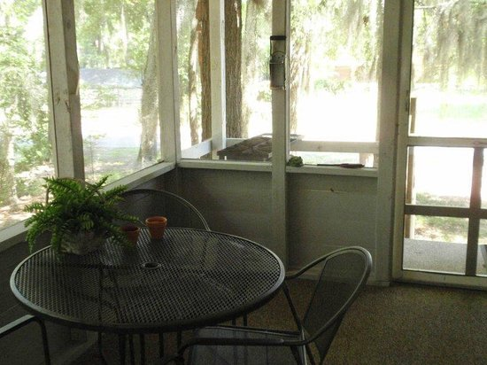 Caddo Lake Cabins: Slough View Screened Porch
