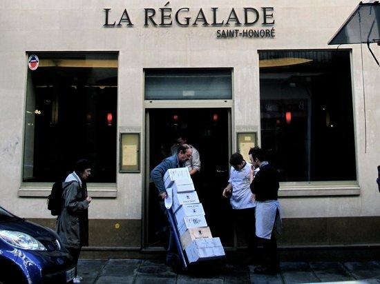 La Regalade Saint-Honore : La Regalade 餐廳午餐前的準備