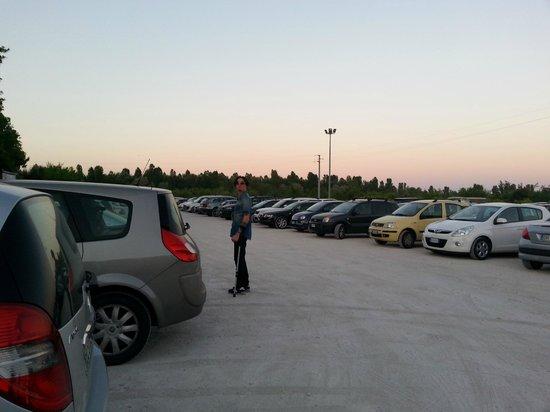 Casa delle Aie: parcheggio (incustodito)