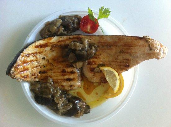 Pescaturismo & Ittiturismo Castel Dragone: Trancio di Pesce Spada alla piastra