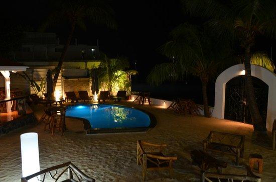 Le Shambala : lounge area in a rainy evening