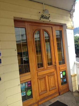 Hotel Tsilaosa: entree facade en boiserie