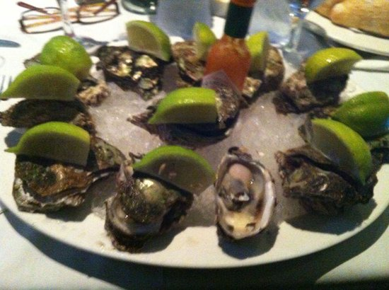 The Galley Beach Bar and Grill: Fresh Oysters - R2 per oyster