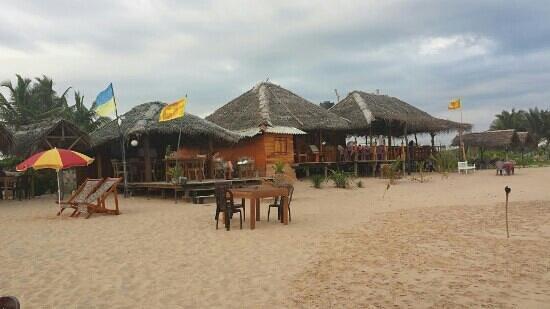 Hotel Harmony: bar/ restaurant op het strand