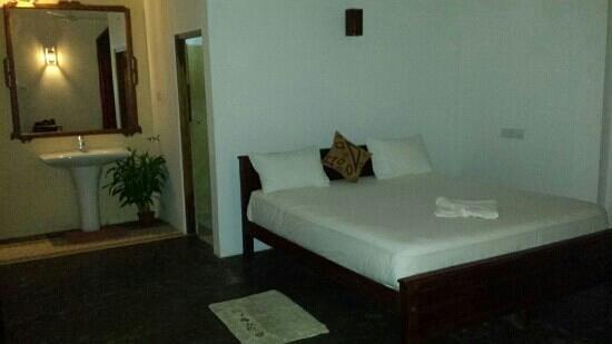 Hotel Harmony: the room