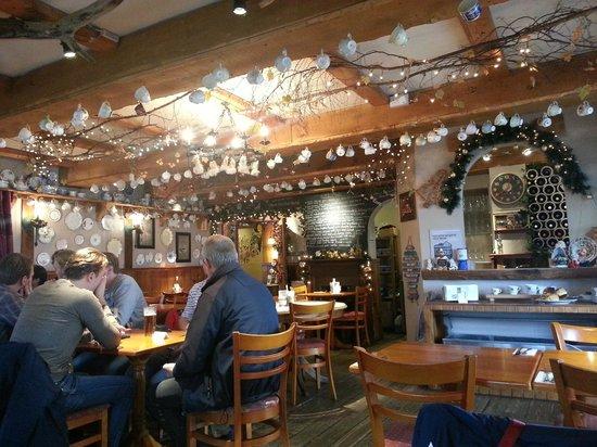 The Oak Tree Inn: Restaurant inside...decorated for Christmas