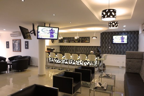 Airport Plaza Hotel