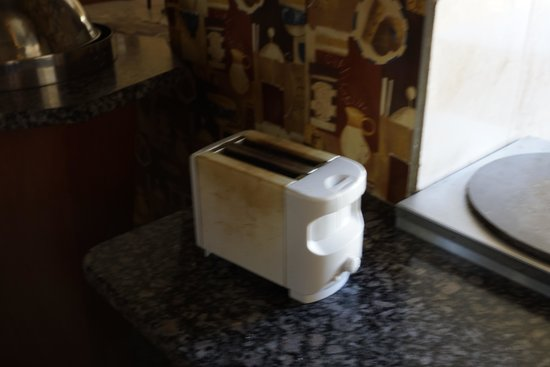Africa Centre Airport Leisure Hotel & Guest Lodge: the toaster