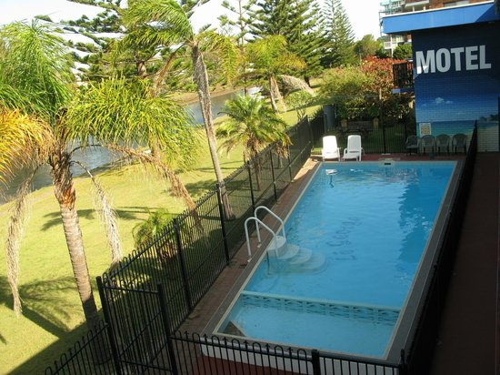 Le George Motel: The (salt water) pool