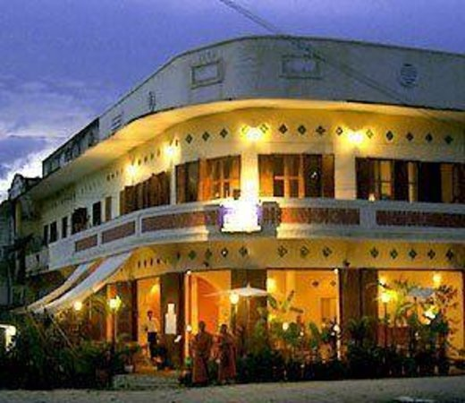 Le Café Ban Vat Sene: Elephant restaurant