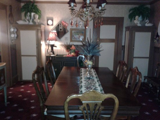 Gilded Swan Bed and Breakfast : dining area