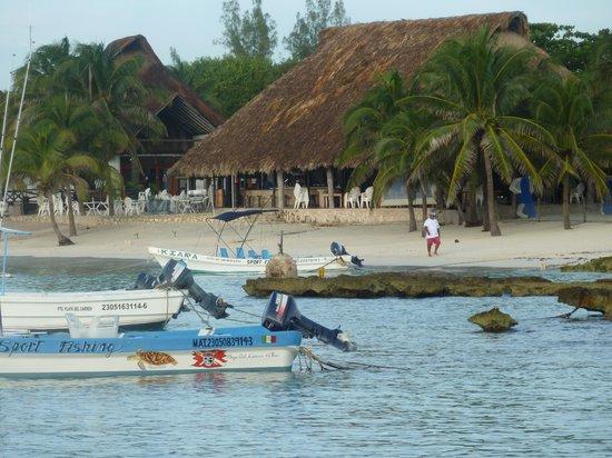 Las Casitas Akumal: view of beach