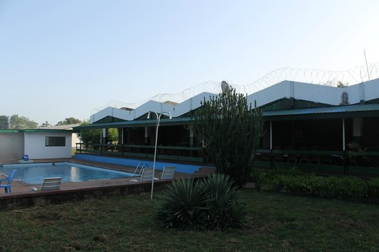 Mole Hotel: Pool and dining area