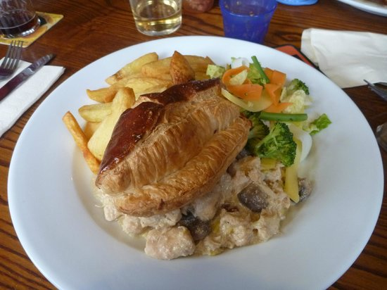 Hand & Dagger: Home made Chicken pie, chips and vegetables