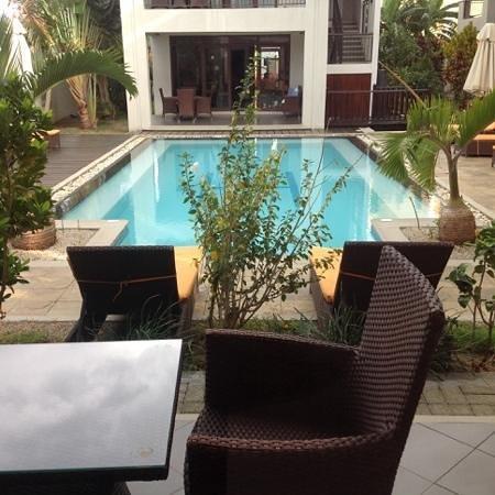 Grand Bay Suites: piscine vue chambre