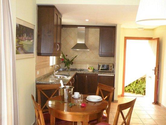 Apartamentos Vista Real: Cocina habitación