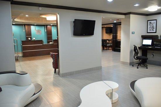 Best Western Webster Hotel, NASA: Lobby Seating & Flat Screen TV