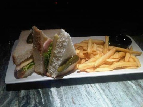 Pestana Sintra Golf: Sandwich mixto 4,50euros