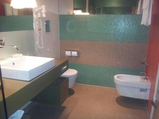Hotel Therme Meran: Bagno camera classica