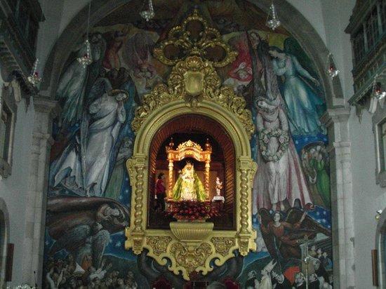 Basílica de Nuestra Señora de la Candelaria: Schwarze Madonna mit Wandgemälde