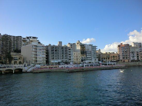 Balluta Square: de omgeving