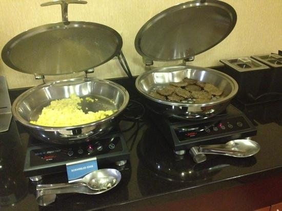 Fairfield Inn & Suites Dallas Plano : Part of the free breakfast