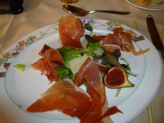 Auberge De Cendrillon: Ham and fig salad