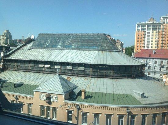 PinchukArtCentre: Вид  из окна кафе на  витражи Бессарабского рынка