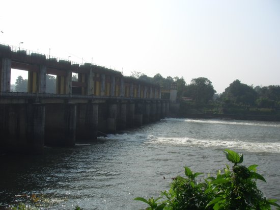 Ernakulam, Ấn Độ: The Man made dam at Bhoothathaan Kettu