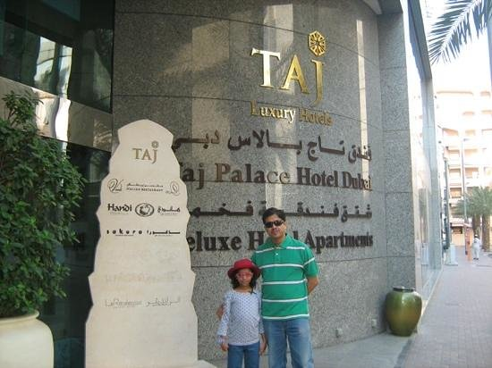 Jood Palace Hotel Dubai: side entry