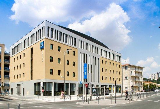 Ibis Budget Poitiers Centre Gare : Facade