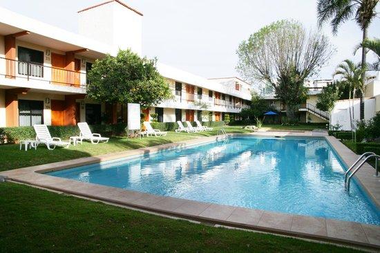 Habitaciones picture of hotel puerta del sol for Hotel puerta de sol